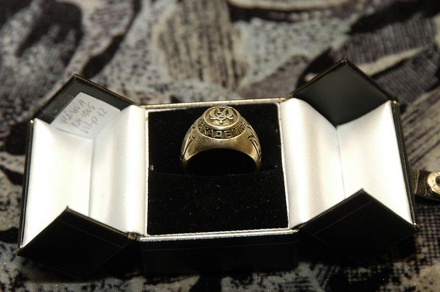 Перстень з гербом академії