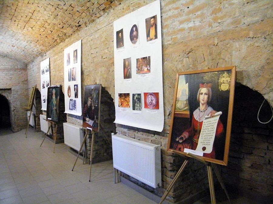 Виставка художніх робіт в підземній галереї