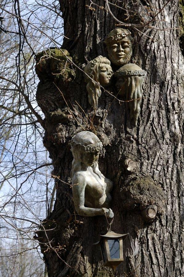 Скульптури в парку