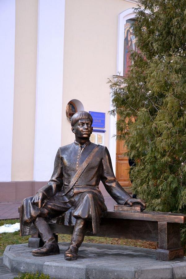 Пам'ятник першому спудею Східної Європи