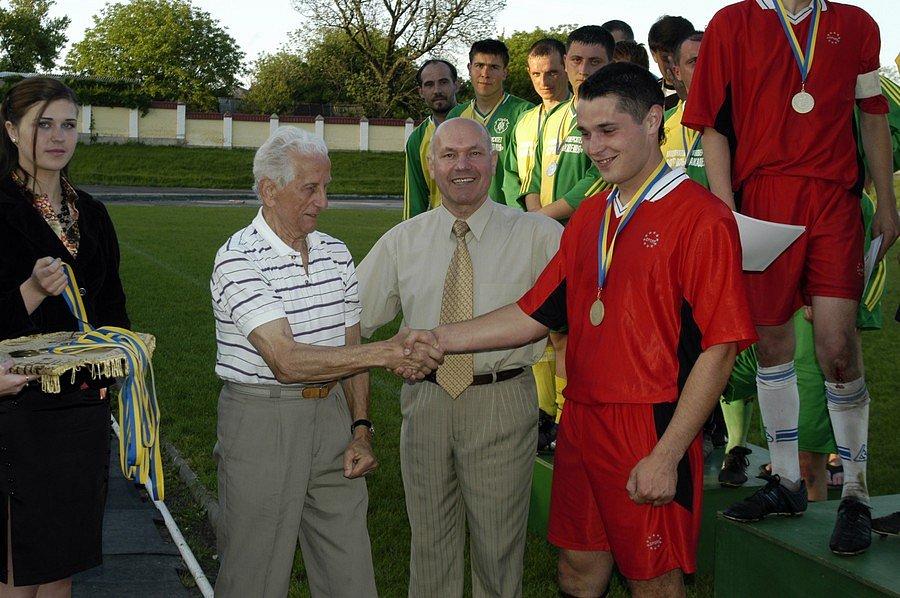 Нагородження переможців футбольного турніру «Кубок ректора»