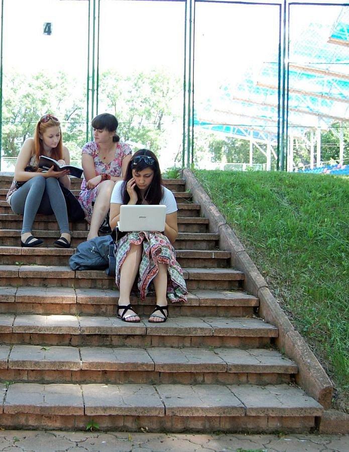Студенти навчаються всюди і повсякчас