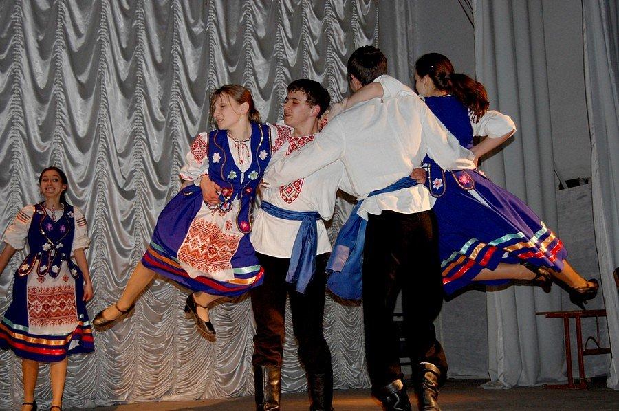 Колектив народного танцю