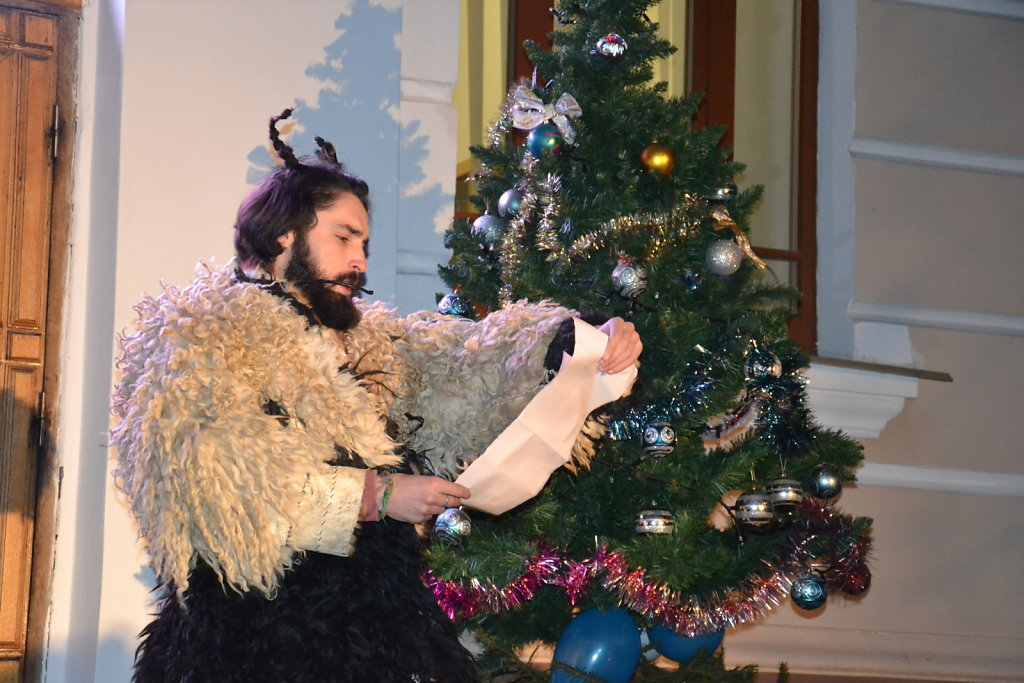 В Острозькій академії засяяли новорічні вогники